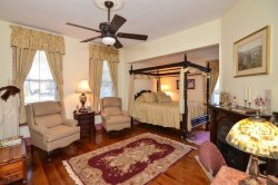 Colonial Beach Plaza Bed & Breakfast