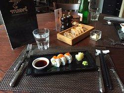 Sushi - eine halbe Portion, da wir zu Vorspeise eine Portion Sushi teilten
