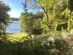 Beautiful Lake View Dining