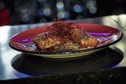 Un buen salmón, en su punto y en su salsa?