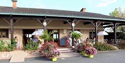 Le bar et sa terrasse avant