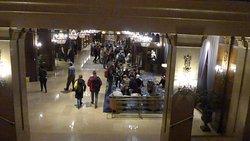 ホテル二階からロビーです。