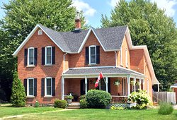 Kingsville House Bed & Breakfast