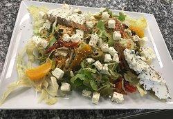 Salade plat:fêta -toasts chèvre frais/basilic& fenouil à l'orange