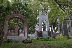 Notre-Dame-des-Neiges Cemetery (Cimetière Notre-Dame-des-Neiges)