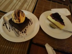 Cheese cake and chocolate brownie