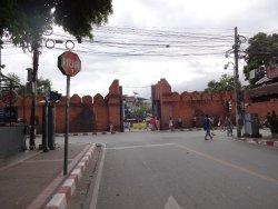 旧市街地側からのターペー門