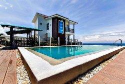 Brisa Marina Beachfront Resort