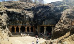 ‪Elephanta Caves‬