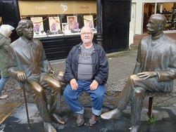 Oscar Wilde & Eduard Vilde Statue
