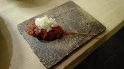 Spiedino di carne in salsa al pomodoro e rafano