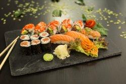 YOKOSO Sushi Bonn