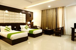 Club Room with Twin Beds