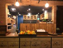 Aneto & Table