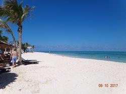 Belle petite plage ( pas pour les grands marcheurs)