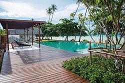 Mira Montra, The Beachfront Resort