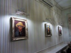 Кафе Ван Гог. Картины на стене