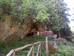 Kryonerida Cave