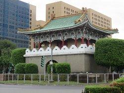 イースト ゲート(東門)