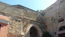 Porta Dei Due Leoni