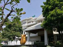 Health Land Spa & Massage (Pradit Manutham)