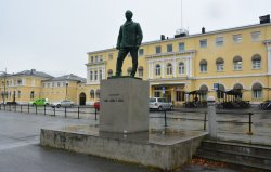 Carl Adolf Dahl Statue