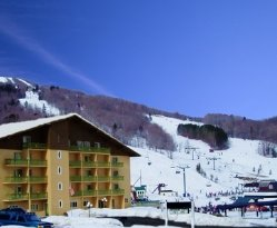 Be just steps away from the lift lines when you stay at The Lodge at Bromley!  Plus Ski in/out r