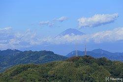 エレベーターホール脇の窓から富士山