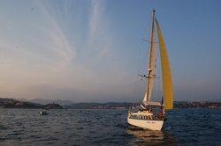 Sailing Huatulco Velero Luna Azul