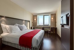 โรงแรมแอนอาช ลียง แอร์โรปอร์ต