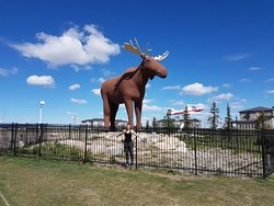 ‪Mac the Moose Monument‬