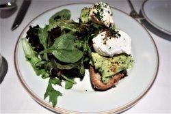 Le californien (sunflower spelt avocado toast, poached eggs)