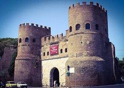 Porta San Paolo e Museo della Via Ostiense