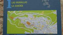 'TripAdvisor' from the web at 'https://media-cdn.tripadvisor.com/media/photo-f/11/4a/cd/eb/la-muralla-de-segovia.jpg'