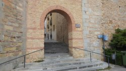 'TripAdvisor' from the web at 'https://media-cdn.tripadvisor.com/media/photo-f/11/4a/cd/ef/la-muralla-de-segovia.jpg'