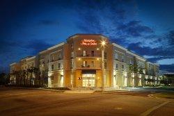 維羅海灘市區恒庭套房旅館