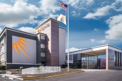 La Quinta Inn & Suites Clifton / Rutherford