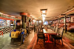 Интерьер Samogon Grill Bar