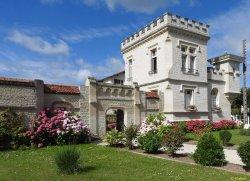 Petit Chateau De La Redoute Chambres d'Hotes
