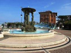 Piazza Primo Maggio o Piazza delle Sirene