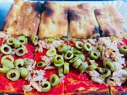 Edullinen pizza ja viini