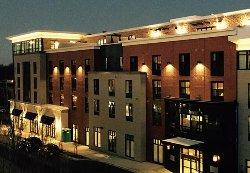 羅倫斯市廣場套房飯店