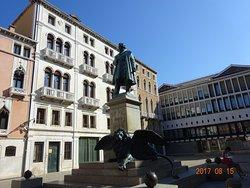 Statua di Daniele Manin