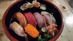 寿司握りセットA 200バーツ