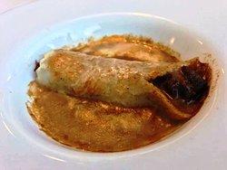 Canelón de ciervo con salsa parmentier y coliflor