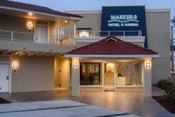 マーカー 8 ホテル & マリーナ
