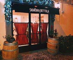 Ristorante tipico Napoli - Signora Bettola