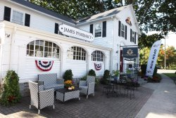 ‪James Pharmacy Bed & Breakfast and Gelateria‬