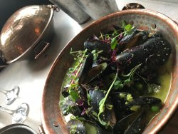 Spiced pea & ginger curried mussels