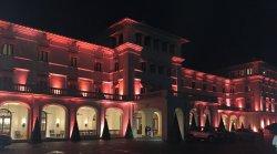 photo de la façade de nuit